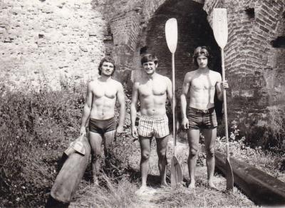 Predrag Stanišić, Slobodan Jović i Ljubiša Kojić ispred kluba u tvrđavi